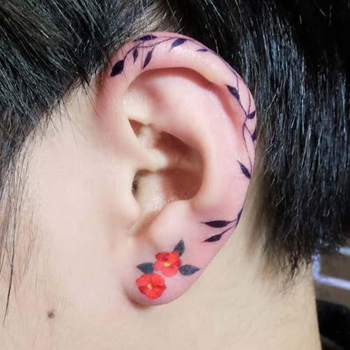 çiçekli kulak dövmeleri floral ear tattoos