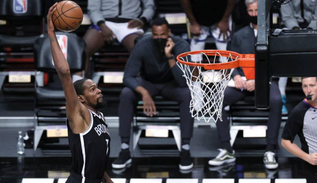 Nets de Irving y Durant aplastan a los Warriors en el arranque de la NBA