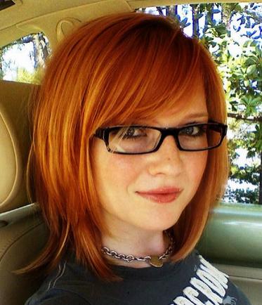 Warna Rambut Coklat Dengan Gaya Rambut Pendek