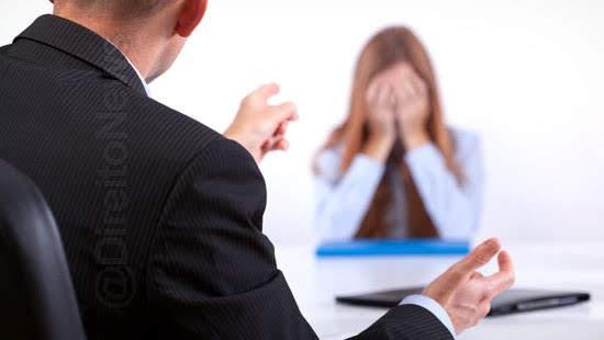 trabalhadora ameacada dispensa metas empresa indenizada