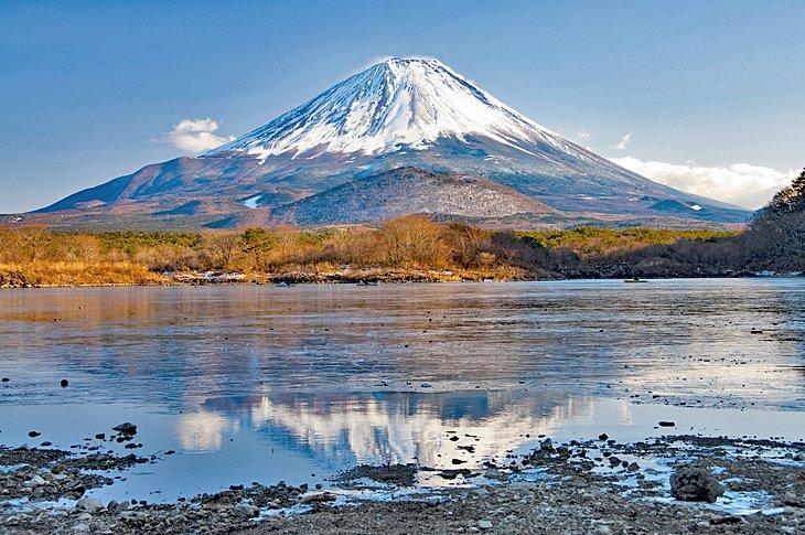 Вид на гору Фудзи в Японии