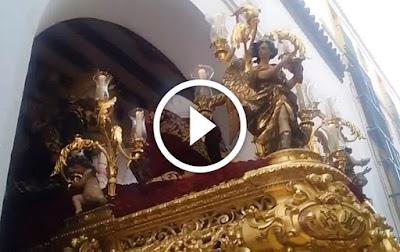 Dificilisima salida de la sagrada mortaja el Viernes Santo en la Semana Santa de Sevilla de 2017 a las ordenes del capataz Antonio Santiago