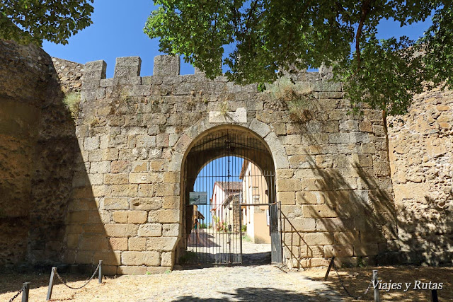 Puerta de la muralla de Granadilla