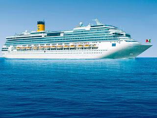 Costa Pacifica presso il porto della Spezia