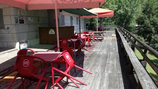 esplanada do bar da Praia fluvial de cavez