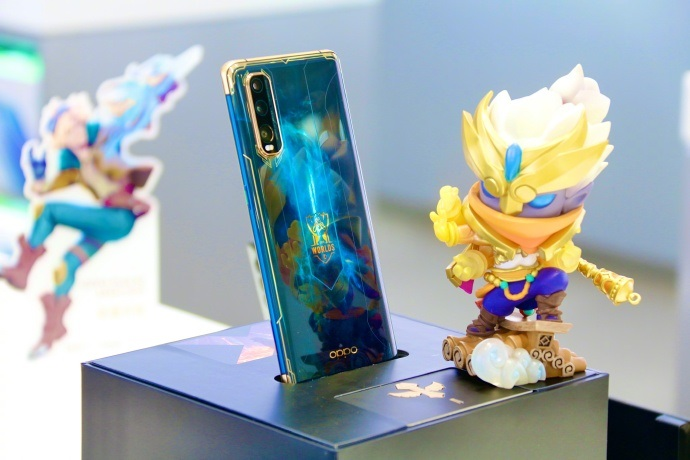 Oppo Find X2 League of Legends Figurine Toy