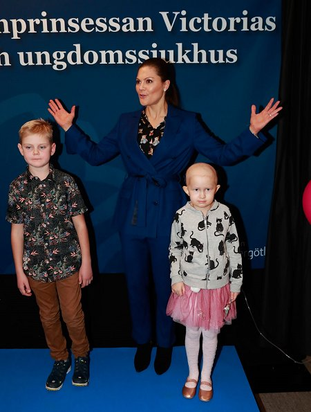 Crown Princess Victoria's Children and Youth Hospital. Erdem x H&M floral blouse Af Klingberg boots, Valentino shoulder bag