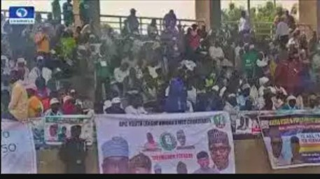 Amosun Publicly Disgraced As Enraged Youths Stoned  Buhari In Ogun State