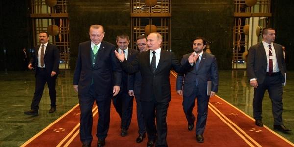 Η Τουρκία ελίσσεται μεταξύ Ρωσίας και Δύσης: Η Ελλάδα και η Κύπρος ακολουθούν τον Ερντογάν;