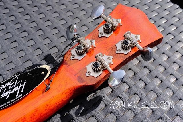 Harley Benton Kahuna CLU-42C ukulele tuners