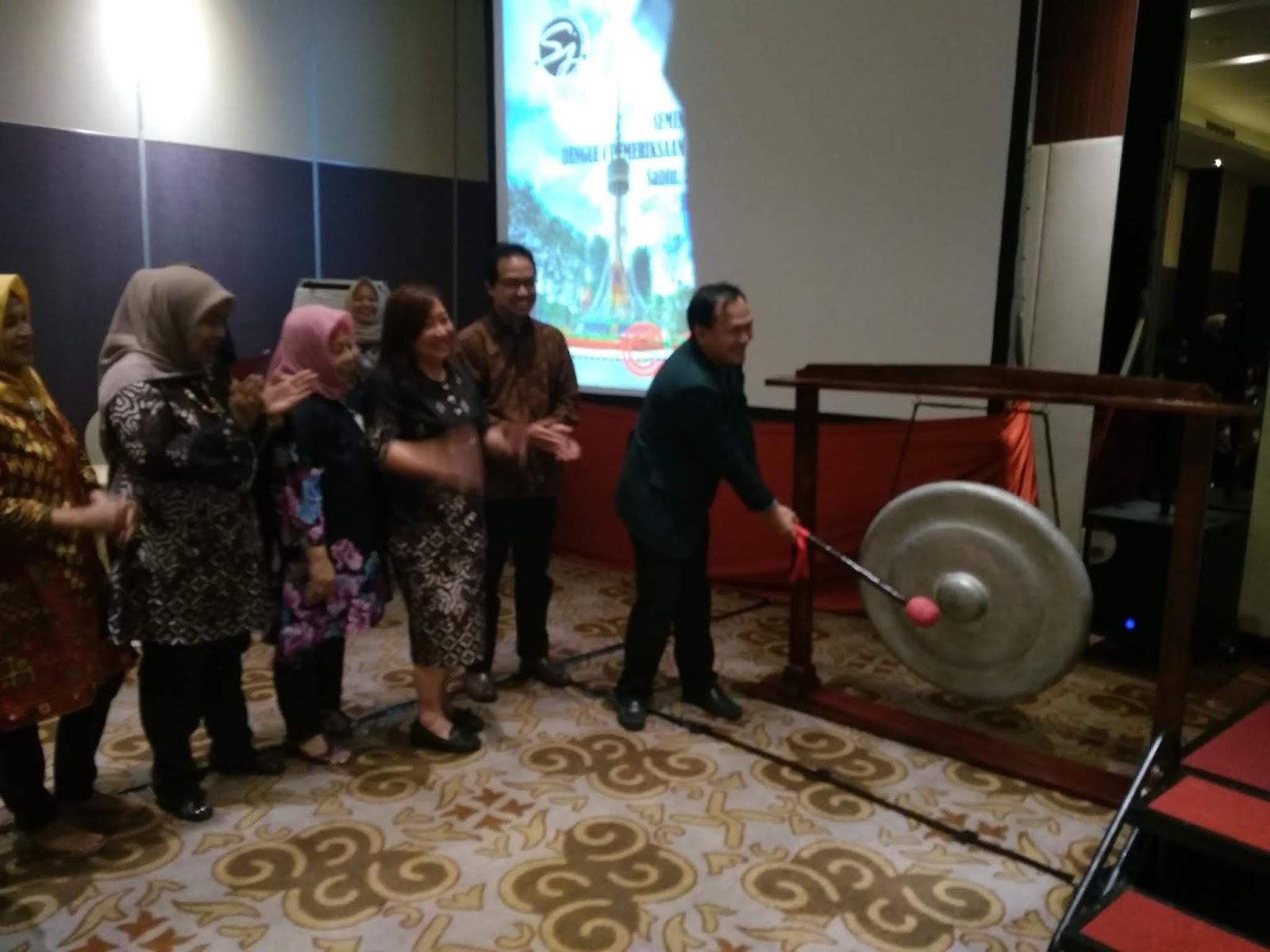 Ketua IDI Kota Jambi Membuka Secara Resmi Seminar Dan Workshop  Dengue
