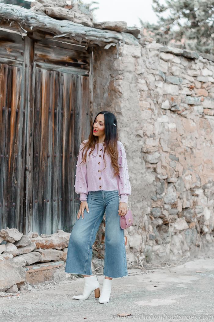 Tendencias streetstyle look chaqueta de punto en color lila con vaqueros denim