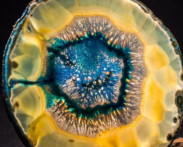 zółty agat druza kryształy leczenie terapia kamieniami naturalnymi energia kamieni moc kryształów