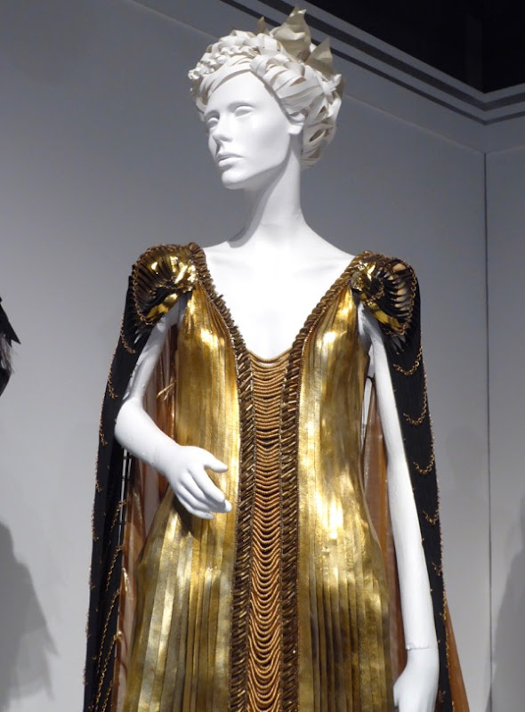 Huntsman Winters War Ravenna gold gown detail