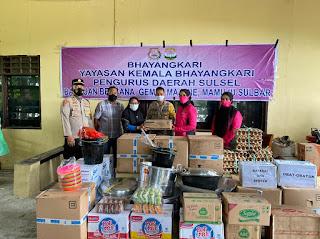 Peduli, Ketua Bhayangkari Sulsel Salurkan Bantuan ke Sulbar