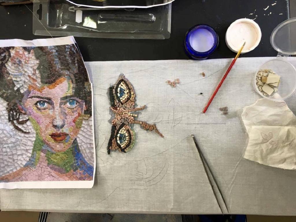4c3b5e04401 Βούλα: Έκθεση Αργυροχοΐας, Ζωγραφικής & Ψηφιδωτού, από Δευτέρα 19 έως  Σάββατο 24 Σεπτεμβρίου