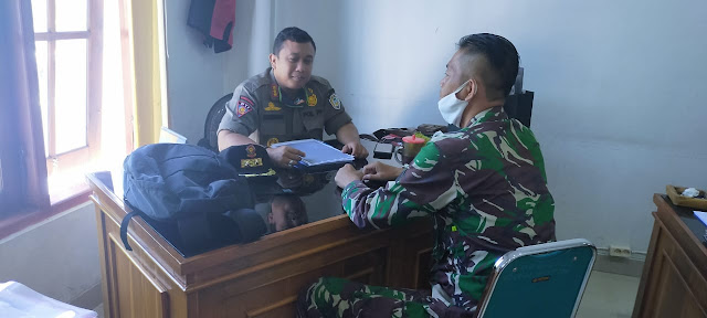 Kodim Karanganyar - Jalin Silaturahmi, Bati Wanwil Koramil 01 Karanganyar Komsos Dengan Satpol PP