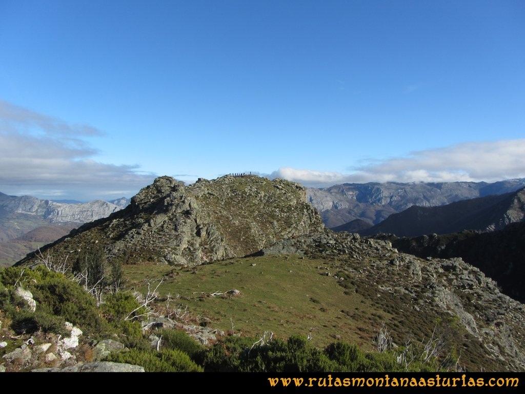 Ruta Tromeu y Braña Rebellón: Llegando a la cima de la Peña Tromeu