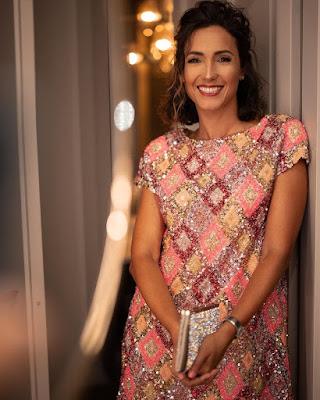 Caterina Balivo vestito effetto Natalizio