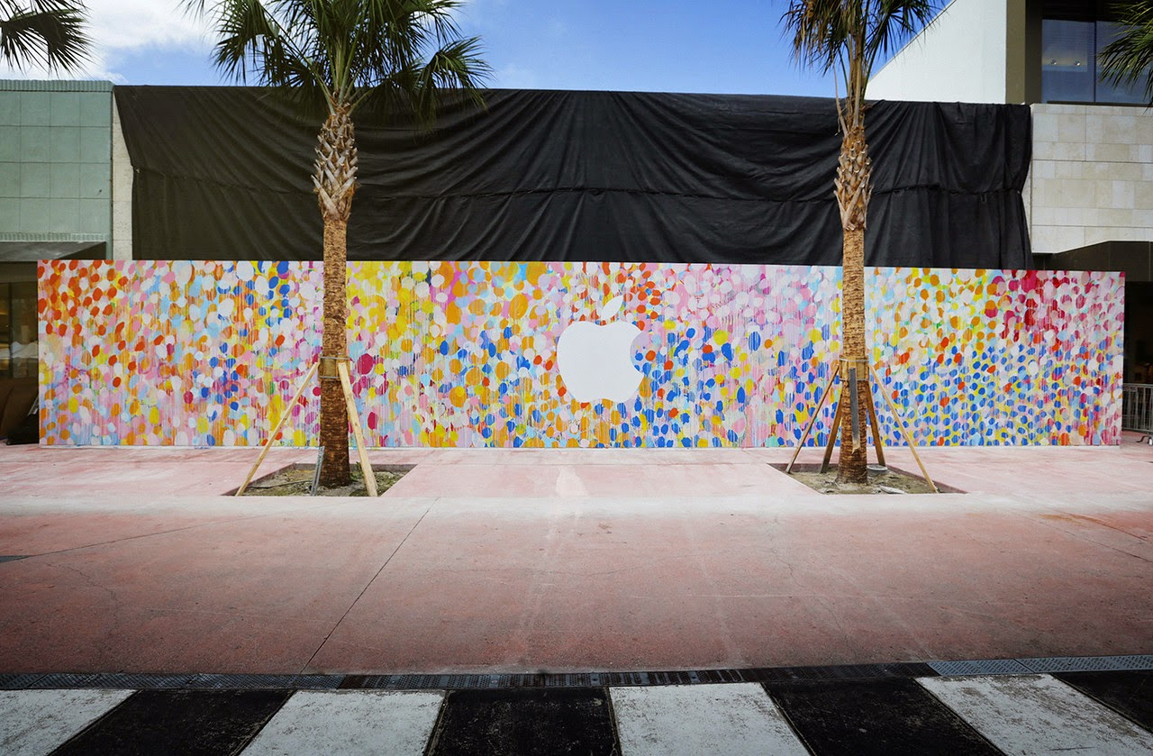 Just after his massive piece for Public '15 in Perth, Australia, HENSE flew to Miami to paint a new piece to celebrate the opening of a brand new Apple Store.