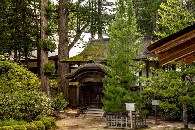 Kyozo (lugar donde se guardan los sutras) del templo :: Canon EOS5D MkIII   ISO200   Canon 24-105@75mm   f/6.3   1/50s