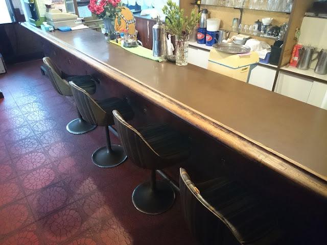食事の店ブルボン食堂の店内の写真