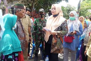 Tinjau Korban Kebakaran Rumah di Desa Dore, Bupati Bima Serahkan Bantuan Pribadi