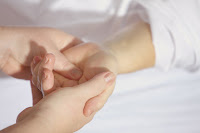 Cara menghilangkan bengkak kaki dan tangan cepat