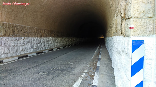 Cruzar túnel, Sendes i Muntanyes