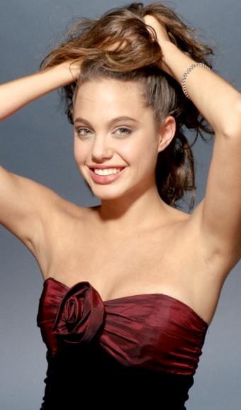 Foto de Angelina Jolie posando para fans