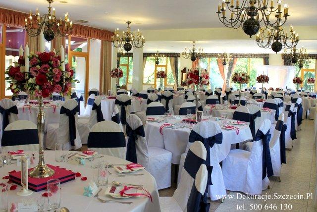 dekoracja weselna stołu w pałacu w Maciejewie