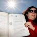 Mulher afirma ser a dona do sol e quer cobrar pelo seu uso