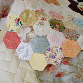 Anna Levens quilt - hexies: QuiltBee