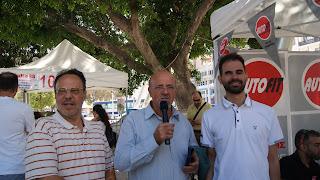 Ο Βαγγέλης με τους κ. Αχλαδιανάκη και Βαρβεράκη από τους Τρικτέκνους Ηρακλείου