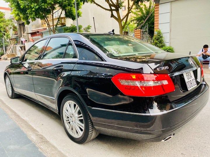 'Xe doanh nhân' Mercedes E300 đời 2012 giá ngang Honda Civic mới
