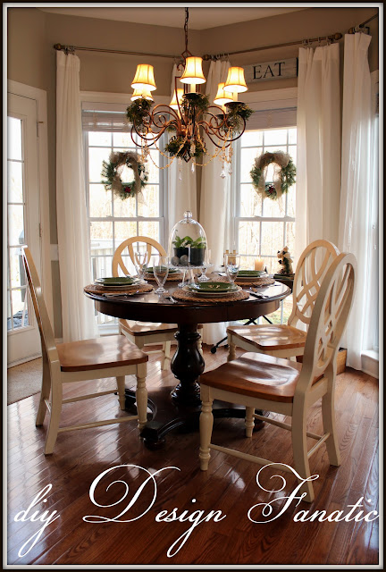 Christmas, Christmas in the breakfast room, Christmas decorating, cottage, cottage style, farmhouse, farmhousestyle, diyDesignFanatic.com