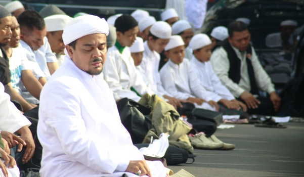 Firza Dipaksa Akui Ada Hubungan dengan Habib Rizieq