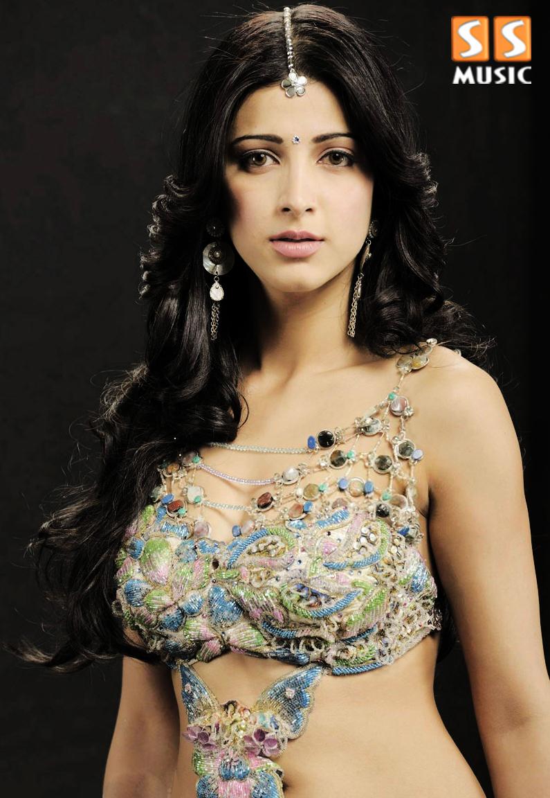 Amrita Singh Hot Bikini Shruti haasan in hot hotterAmrita Singh Hot Bikini