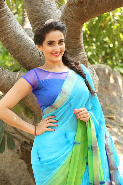 Anchor Manjusha Stills At Nagarjuna RGV Movie Launch