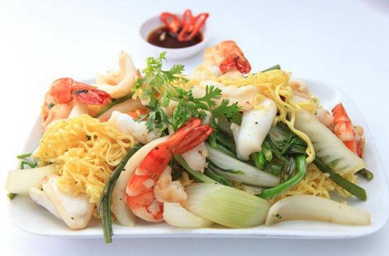 Mì gói xào hải sản