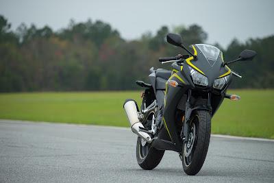2016 Honda CBR300R front side