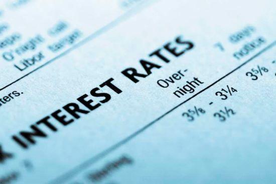 أثر سعر الفائدة علي الاقتصاد