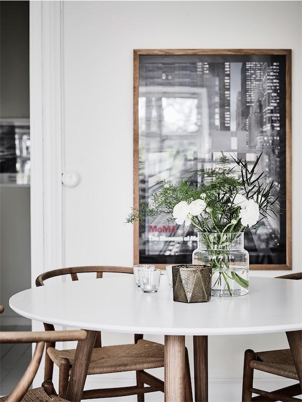 mesa blanca con sillas ch24 chicanddeco