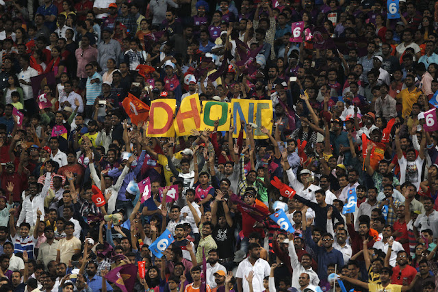 Life Lessons From MS Dhoni, Crowd Supporting Dhoni