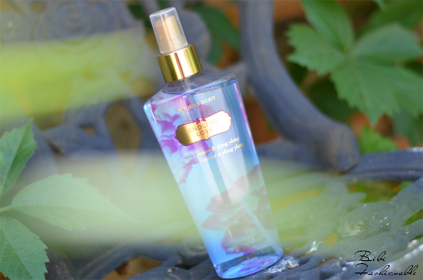 Victorias Secret Fragrance Mist Endless Love durch Blätter