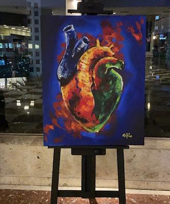Pintura de um coração humano exposta em local público