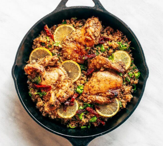 WHOLE30 SPANISH CHICKEN AND CAULIFLOWER RICE #whole30 #paleo #healthydiet #cauliflower #chicken