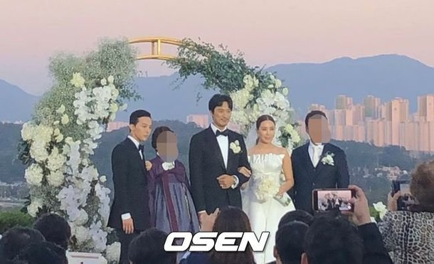 GD, ablası Kwon Dami ve Kim Min Joon'un düğününde görüntülendi