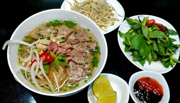 enjoy pho for your breakfast in ho chi minh city