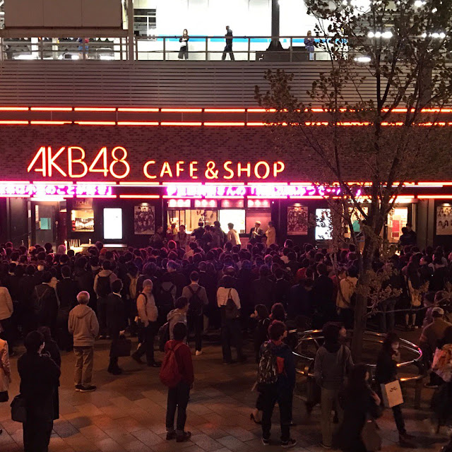 fans akb48 cafe and shop area